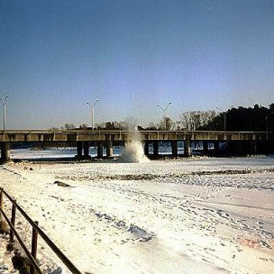 Jää lõhkamine Pirita silla juures