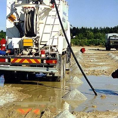 Lõhkeaukude laadimine vedela lõhkeainega Vasalemmas